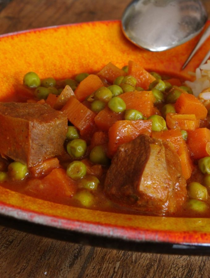 Yakhnet Bazella wa Jazar – Lamb Stew with Peas and Carrots